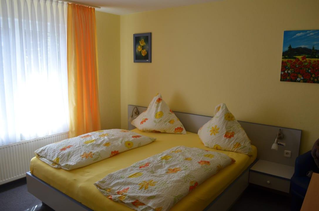 Unser Zimmer im Erdgeschoss Hotel am Deich