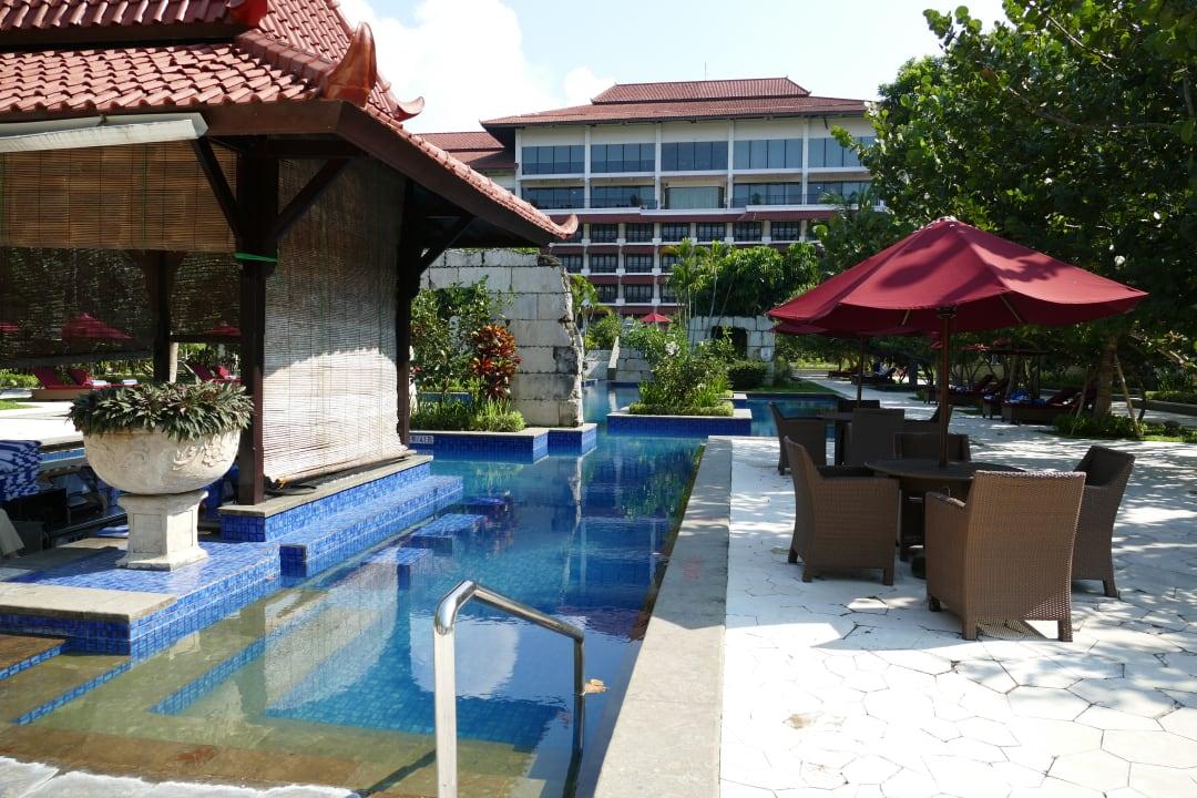 Pool Hotel Sheraton Mustika