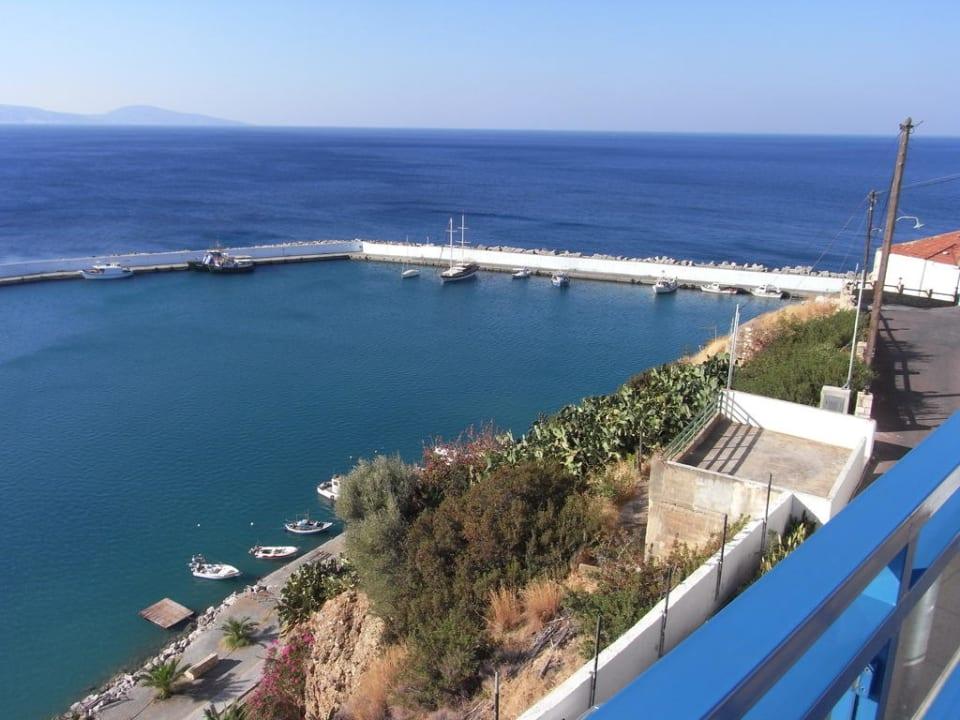 Ausblick vom Balkon auf den Hafen Hotel Minos