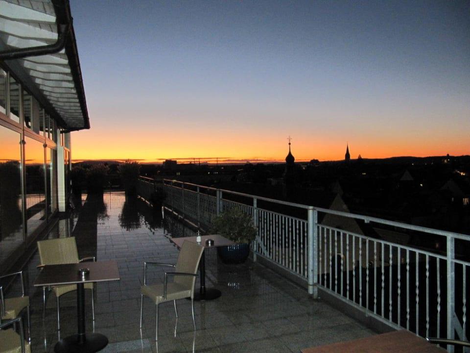 Dachterrasse am Abend Hotel Viva Sky