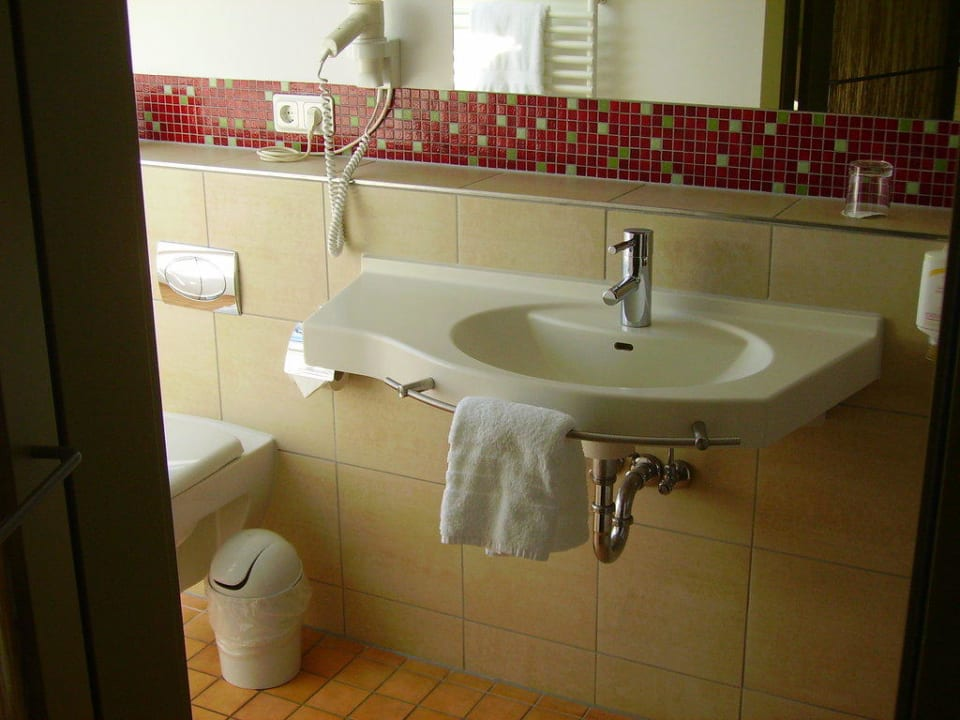 Blick ins Badezimmer Hotel Rickmers Insulaner