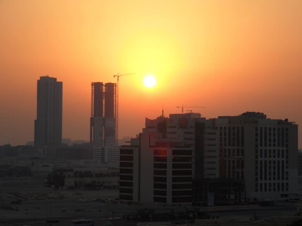 ...bei Sonnenuntergang auf Dachterrasse Grandeur Hotel