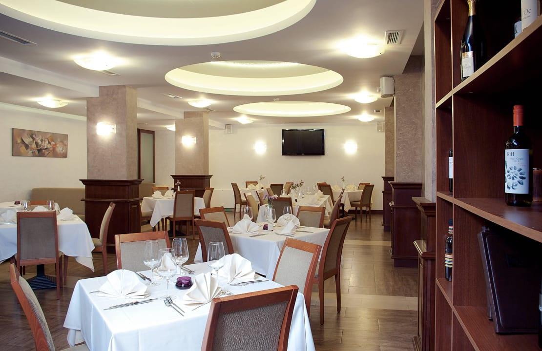 BudaPest All-day a-la-carte restaurant Budapest Hotel