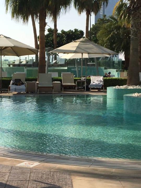 Pool Intercontentinal Hotel Crowne Plaza Dubai Festival City