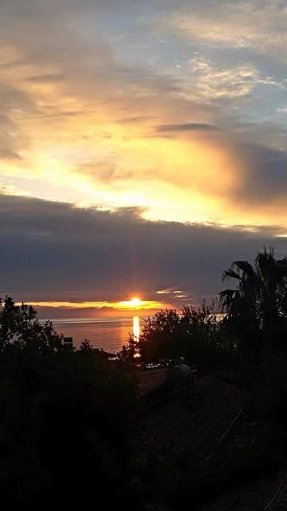 Sonnenuntergang Leda Beach Hotel