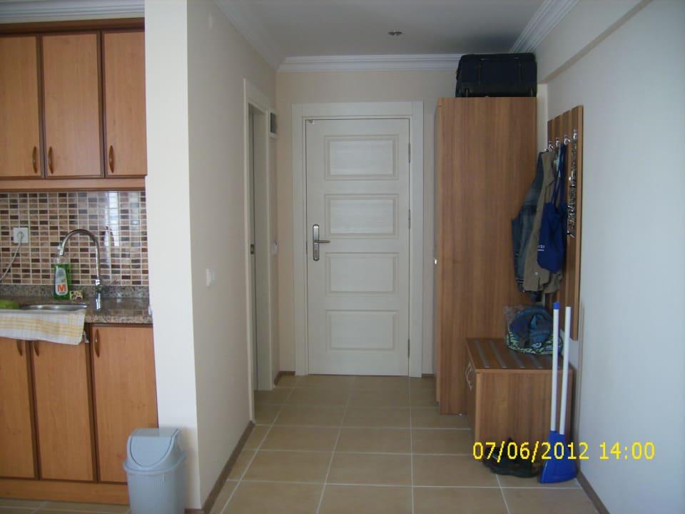 Blick zur Eingangstür (links Tür zum Bad) Yeniacun Apart Hotel