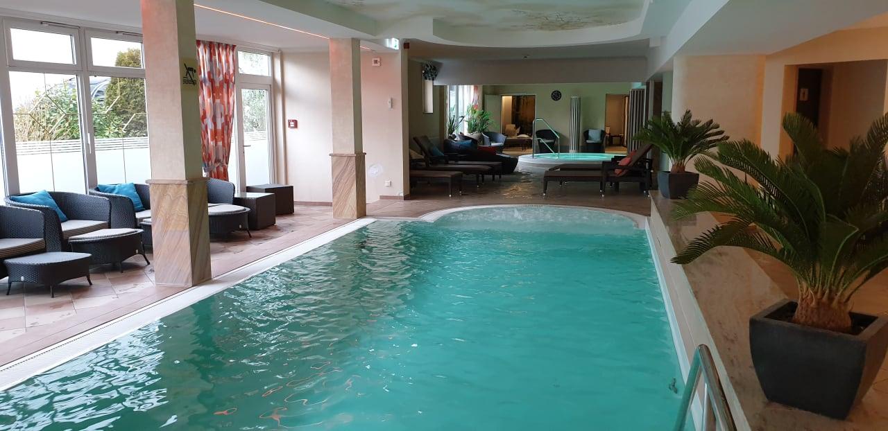 Pool Göbel's Hotel Quellenhof