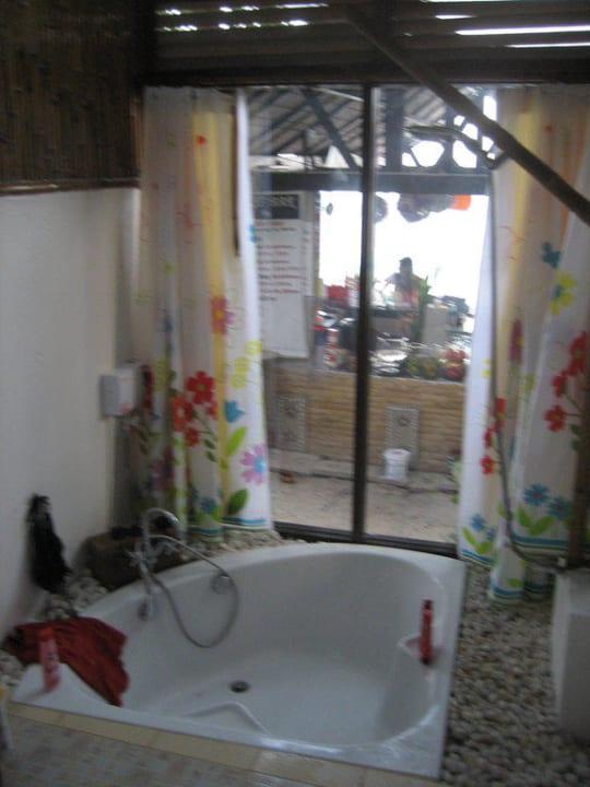 Bad eines besseren Bungalows Sangthian Beach Resort