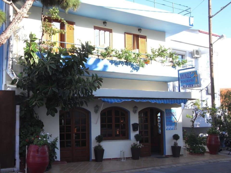 Straßenansicht Hotel Minos
