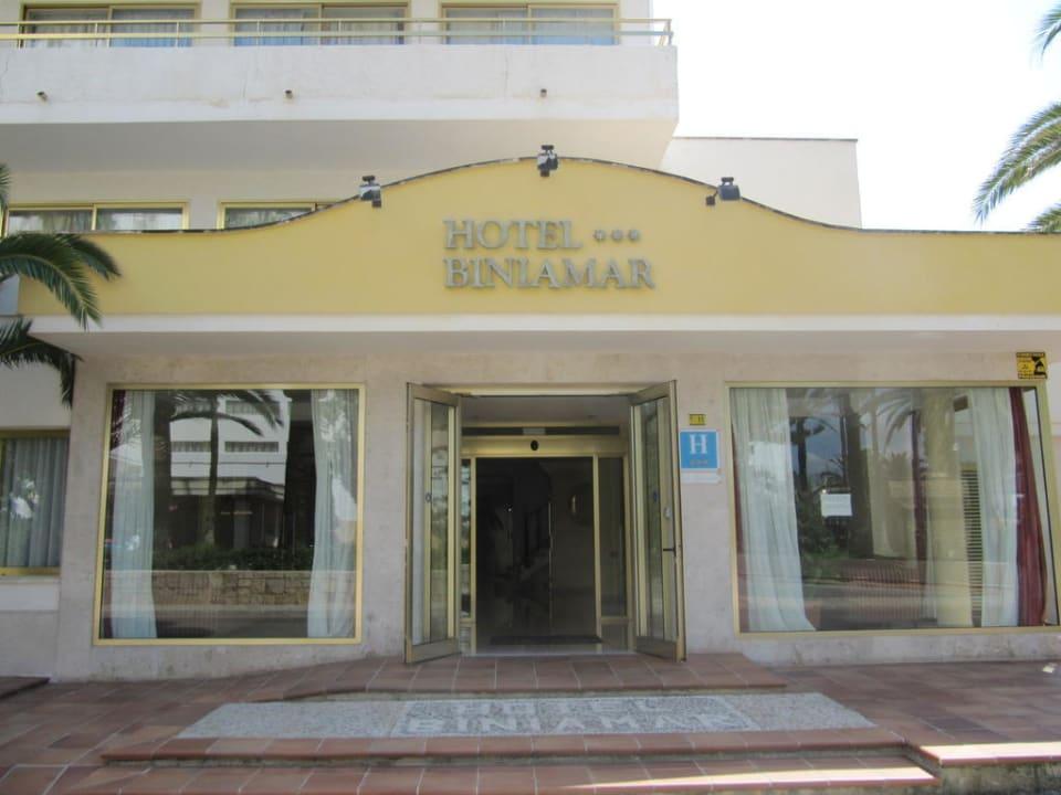 Hoteleingang  Hotel Biniamar