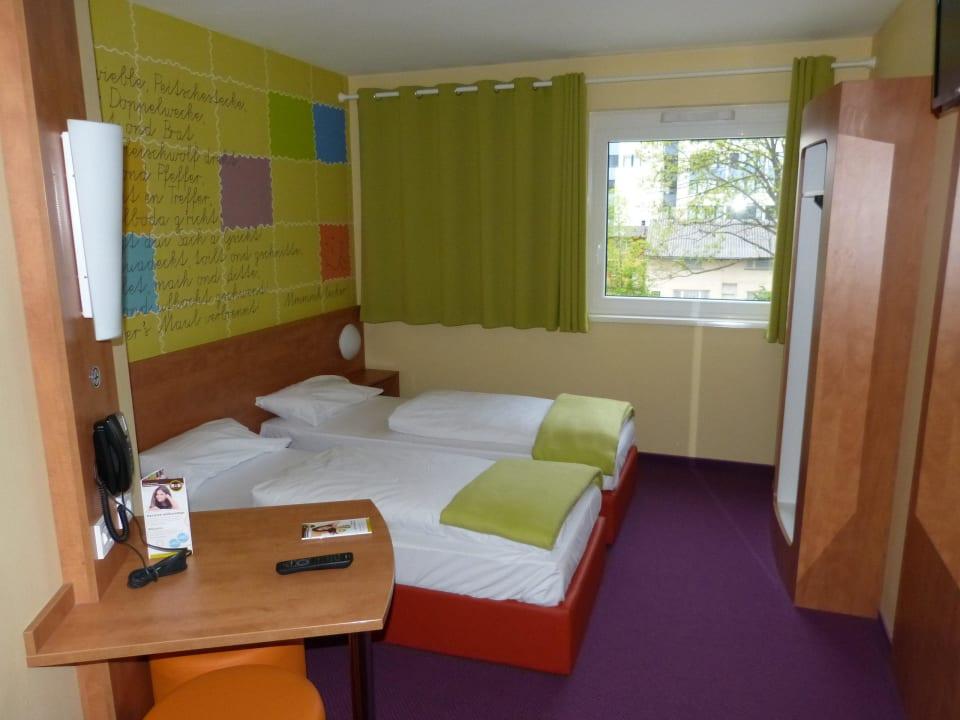 Gesamtansicht B&B Hotel Stuttgart-Vaihingen