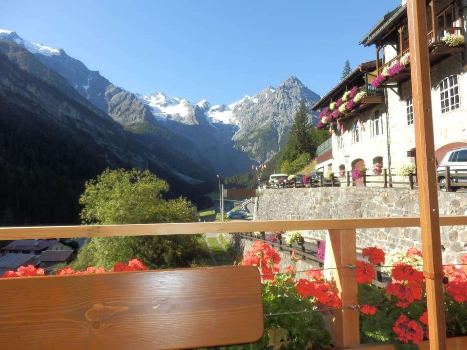 Chill on the hotel terras Hotel Madatsch