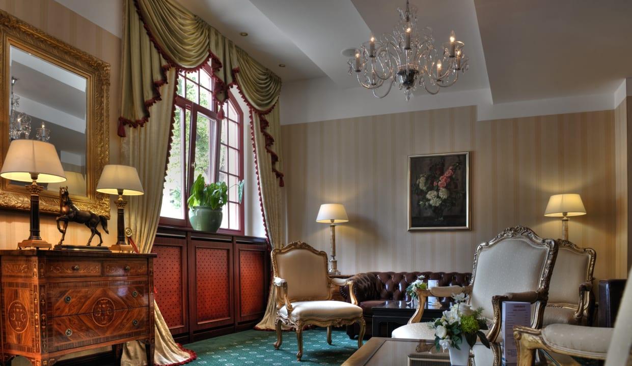 Lobby Hotel Zur Alten Schmiede