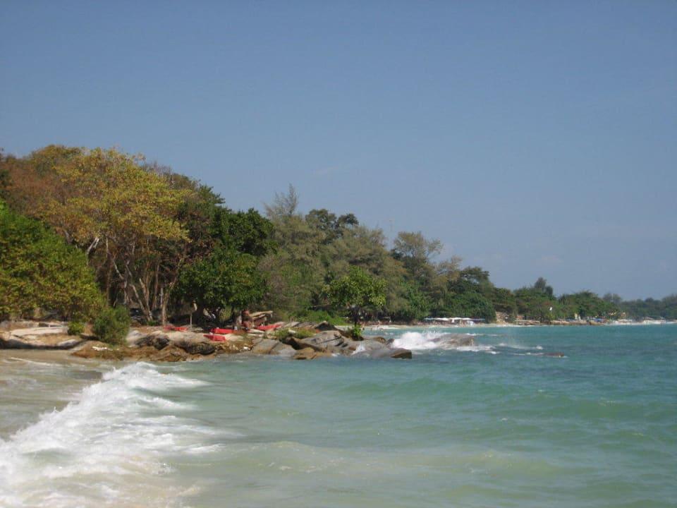 Anblick des Candli-Light Strandes Sangthian Beach Resort