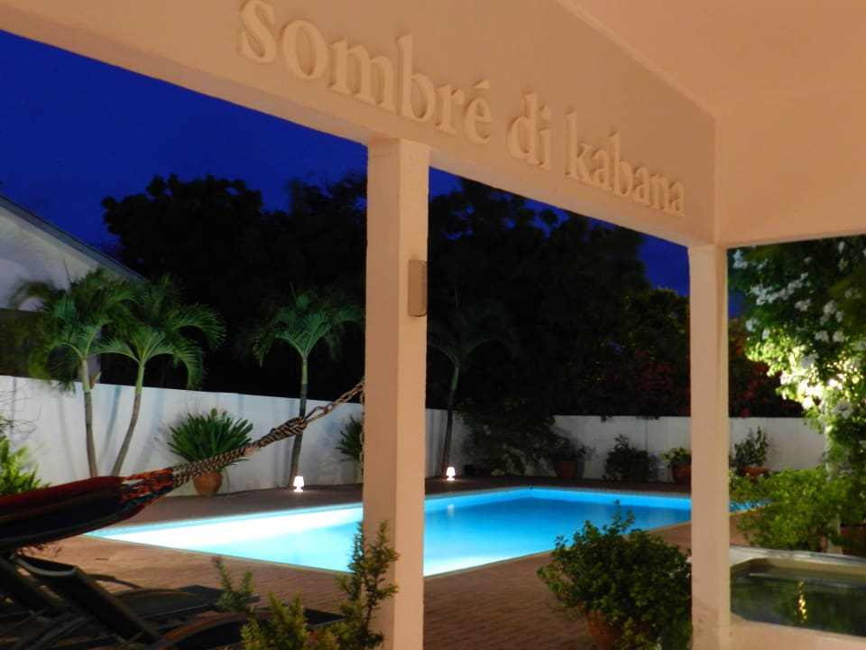 Aussicht von der Veranda am Abend Bed & Breakfast Sombre Di Kabana