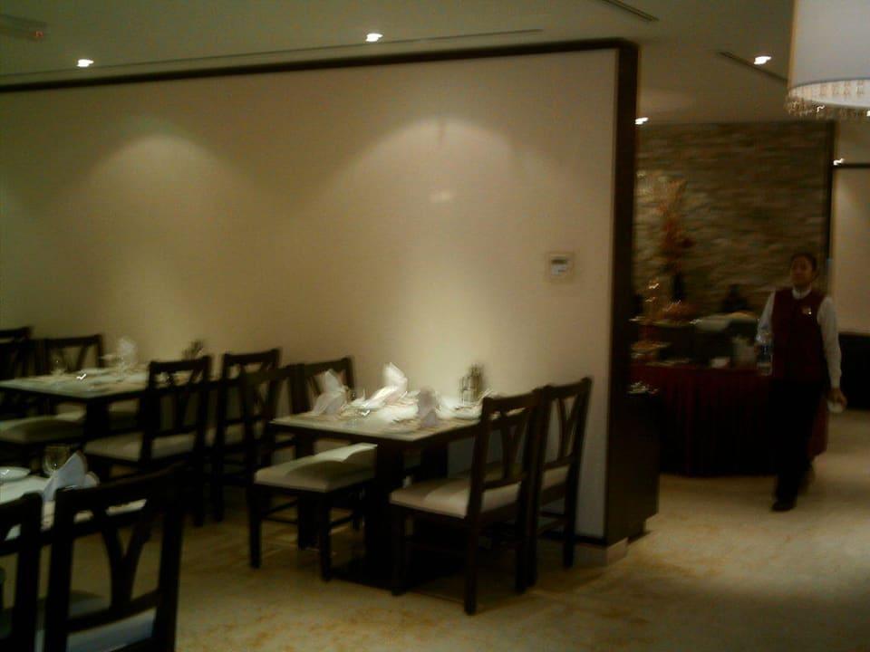 Das Restaurant Ramada Hotel & Suites by Wyndham Ajman