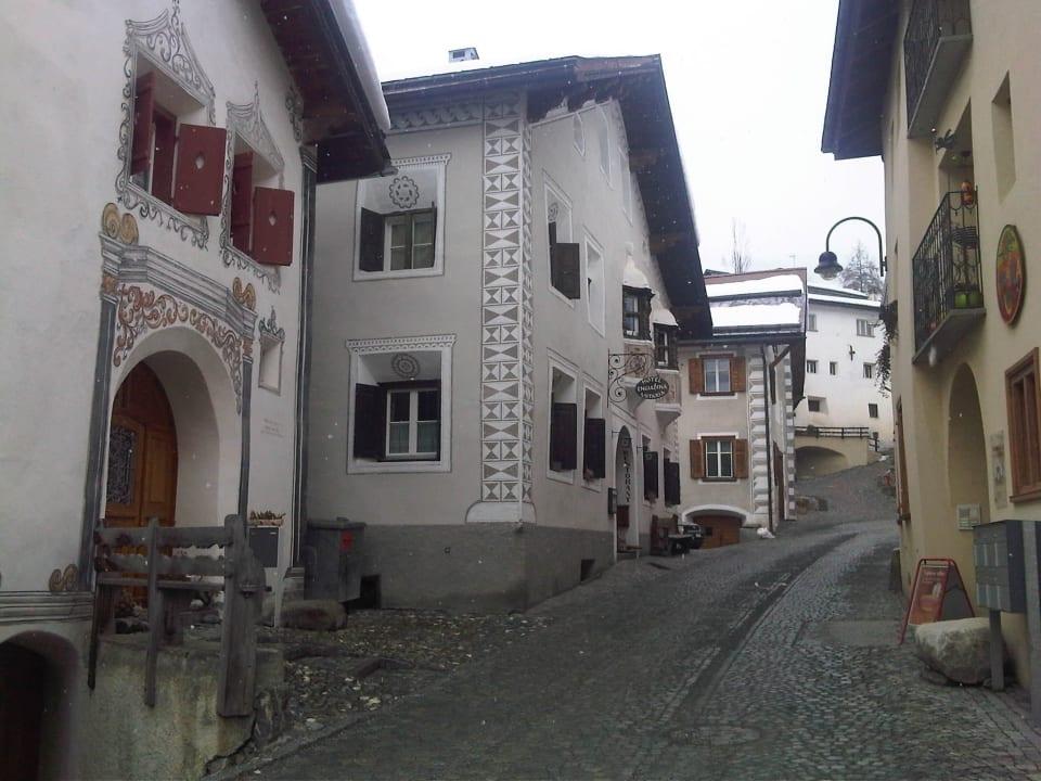 Im Unterdorf ... sehr typisch ... Hotel Engiadina