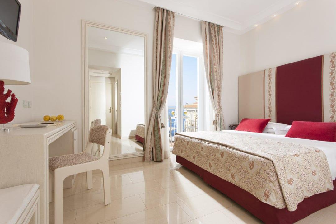 Superior room - Sea frontal View - Bedroom  Hotel Corallo Sorrento
