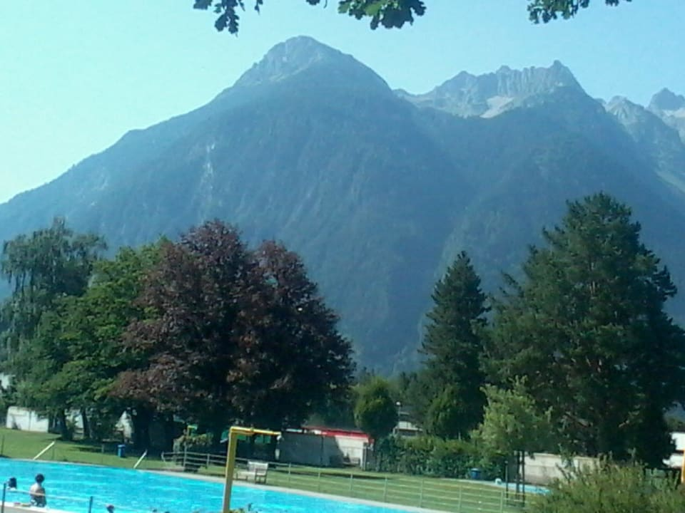 Freibad mit Blick zum Rätikon Val Blu Sport   Hotel   SPA