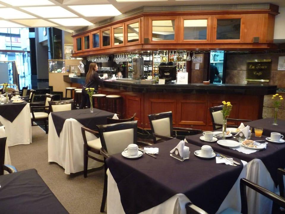 Kleiner Restaurantbereich mit Bar Aspen Towers Hotel