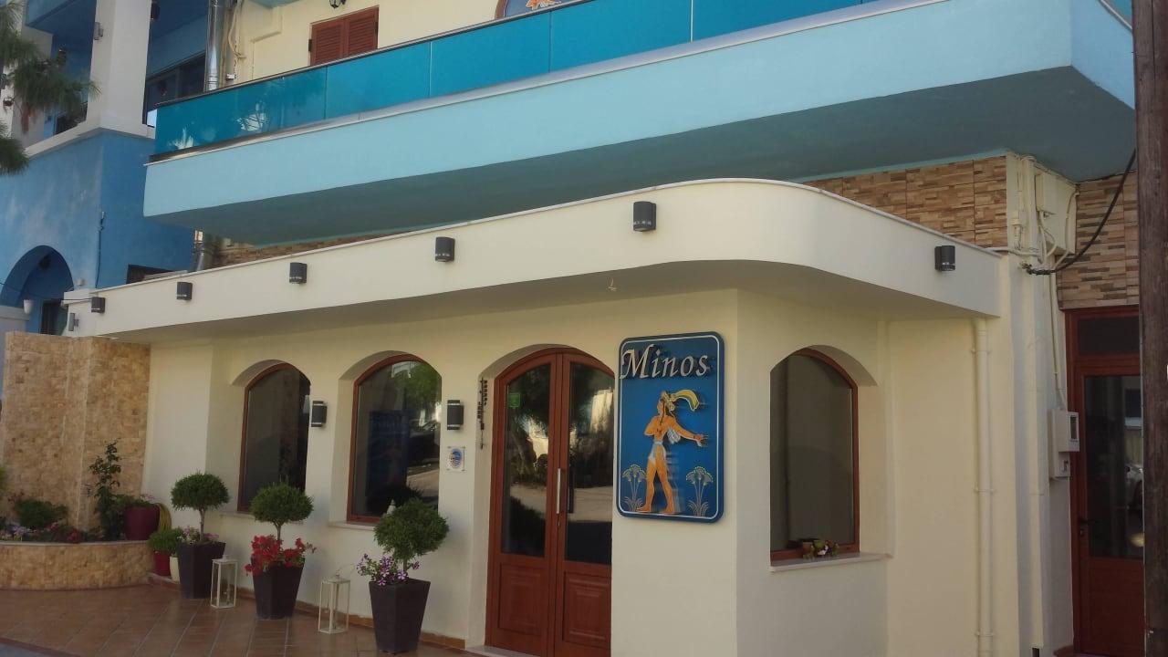 Eingangsfront Hotel Minos