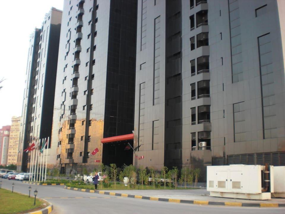 Hotel Ramada von außen Ramada Hotel & Suites by Wyndham Ajman