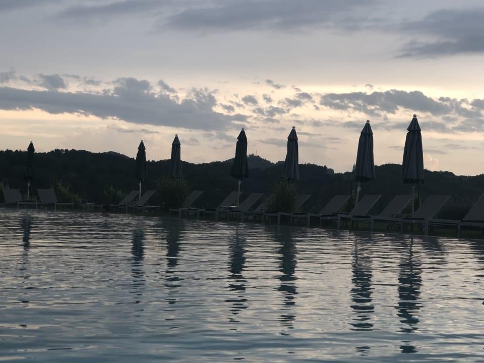 Pool LOISIUM Wine & Spa Hotel Südsteiermark