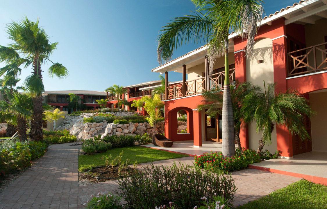 Apartment building La Maya Beach Curacao Resort