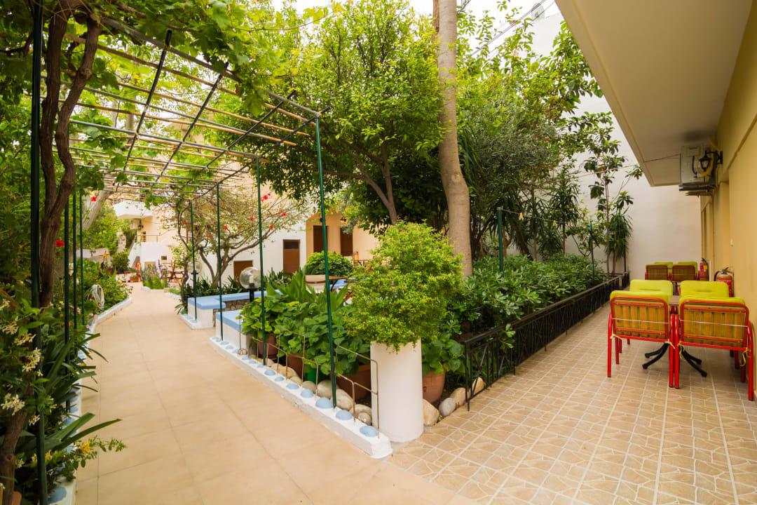 Garden Apartments Zygos