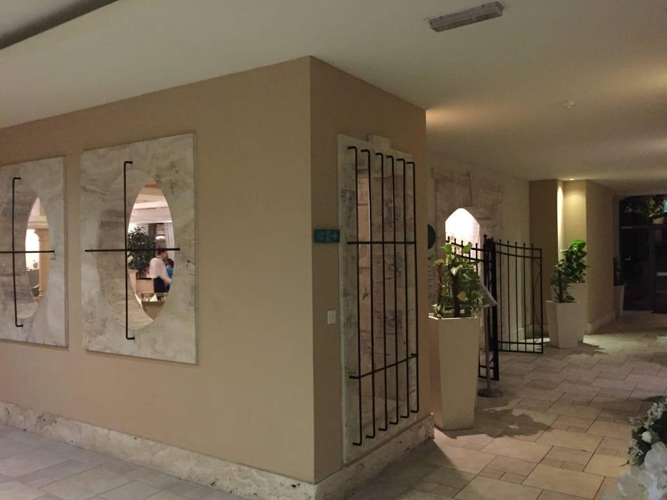 Eingang Hauptrestaurant Maritim Antonine Hotel & Spa Malta