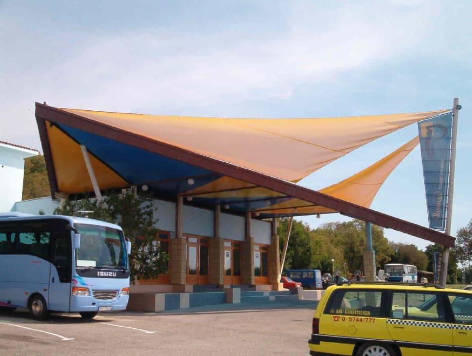 Empfangsgebäude mit Rezeption Hotel Russalka