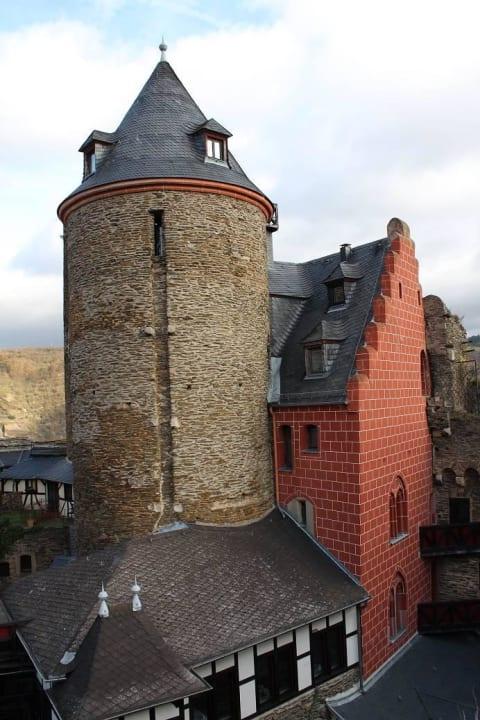 Barbarossaturm mit Palas Burghotel Auf Schönburg