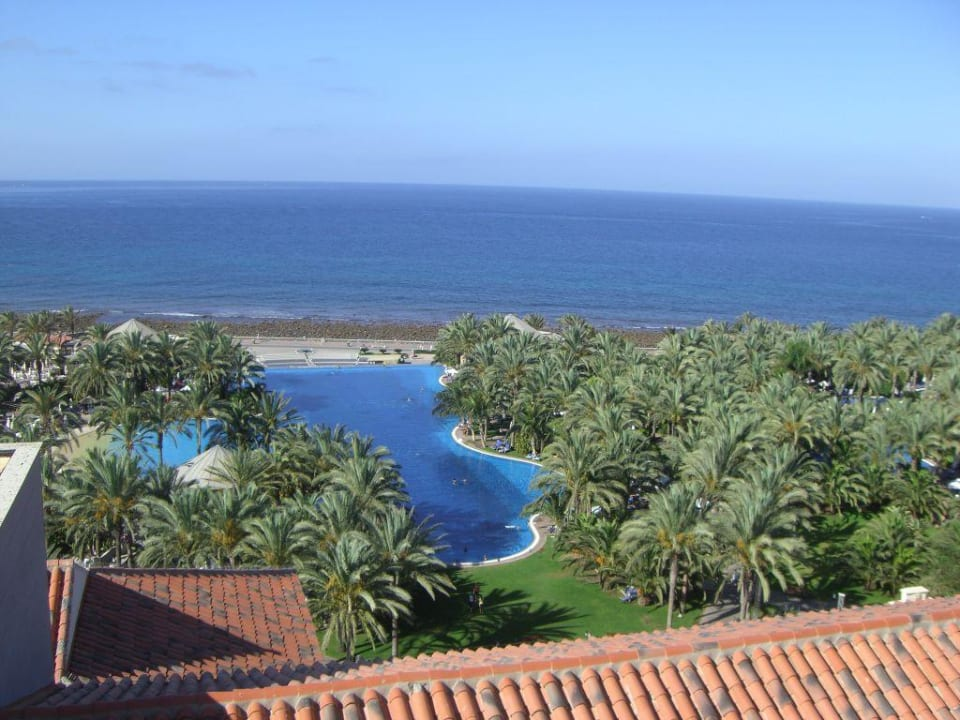 Blick vom Turm auf den Hauptpool Lopesan Costa Meloneras Resort, Spa & Casino