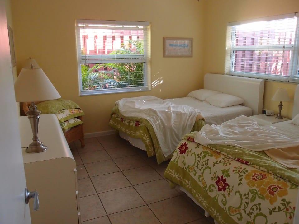 Schlafzimmer mit 2 Kingsize Betten Parliament Inn
