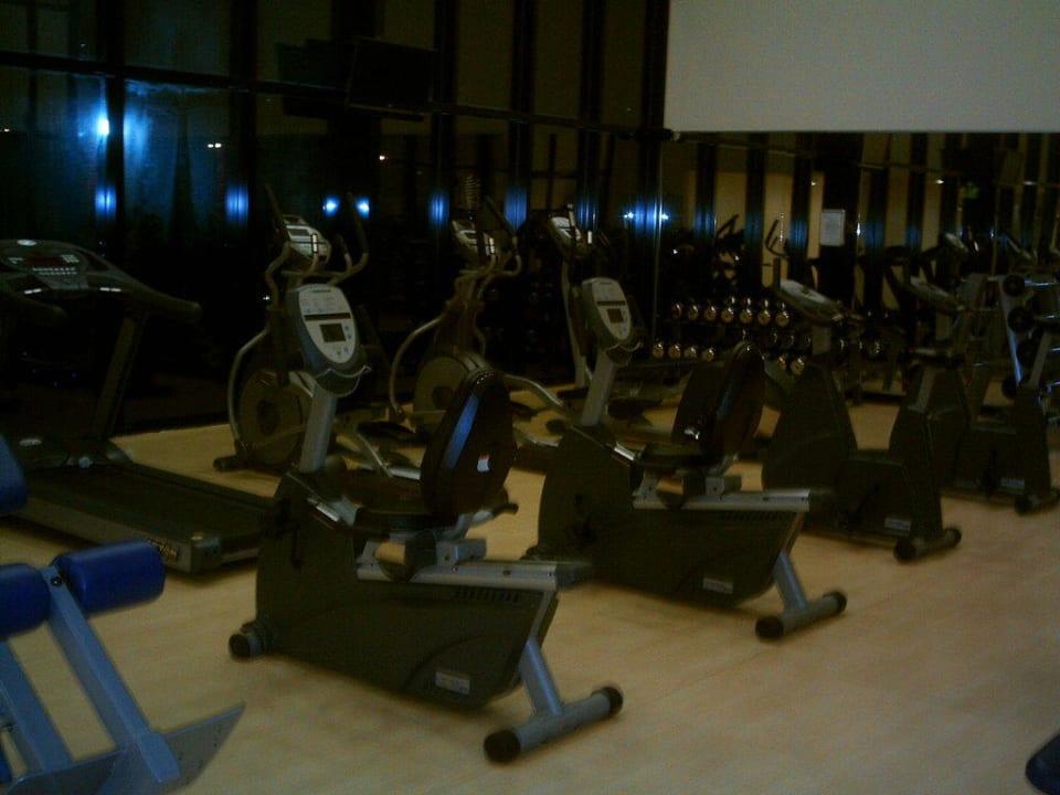 Der Fitnesraum Ramada Hotel & Suites by Wyndham Ajman