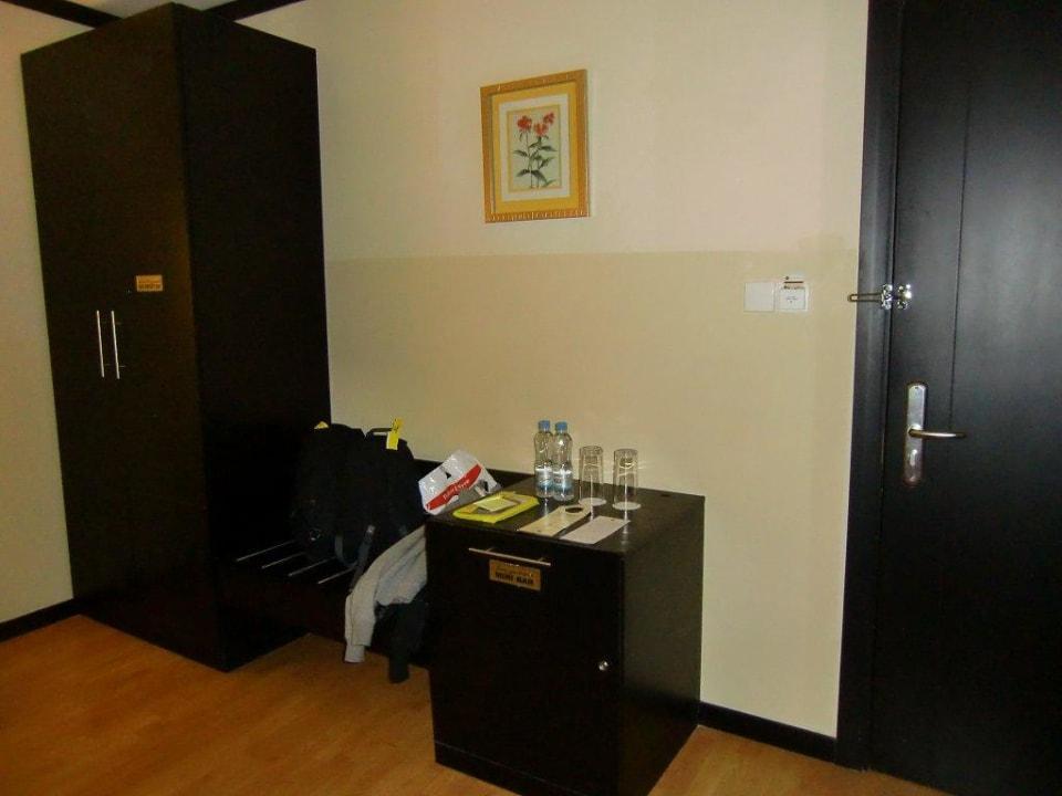 Schrank und Minibar Grandeur Hotel