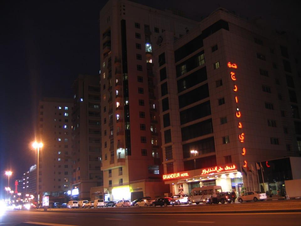 Hotel nachts, Straße Richtung Mall of the Emirates Grandeur Hotel