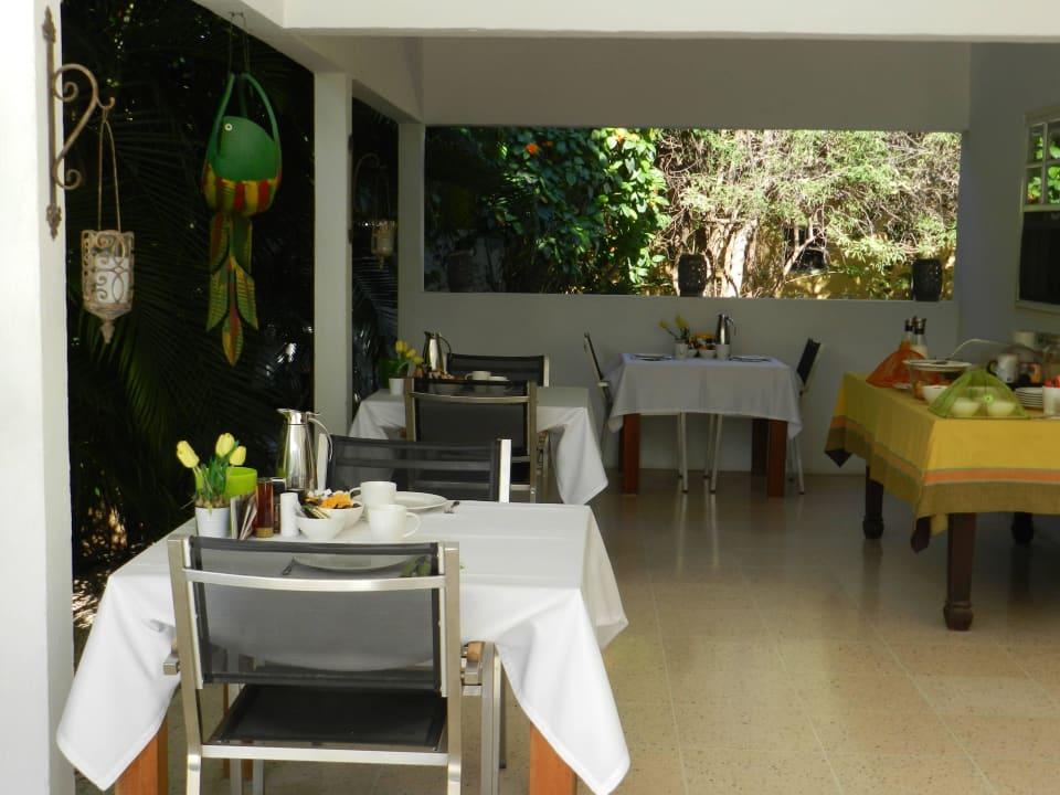 Die gedeckte Frühstückstische Bed & Breakfast Sombre Di Kabana