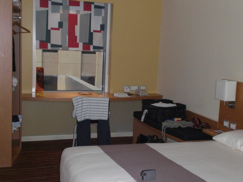 Standard Bedroom ibis Mall of the Emirates