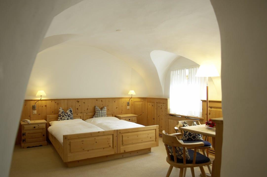 Gewölbezimmer im Haupthaus Hotel Engiadina