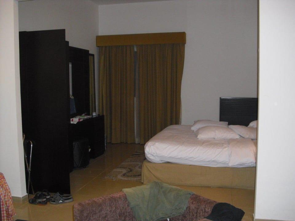Schlafbereich Ramada Hotel & Suites by Wyndham Ajman