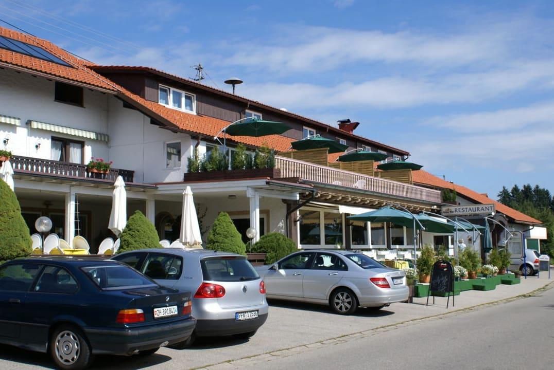 Außenansicht mit Terrasse Hotel Bergstätter Hof