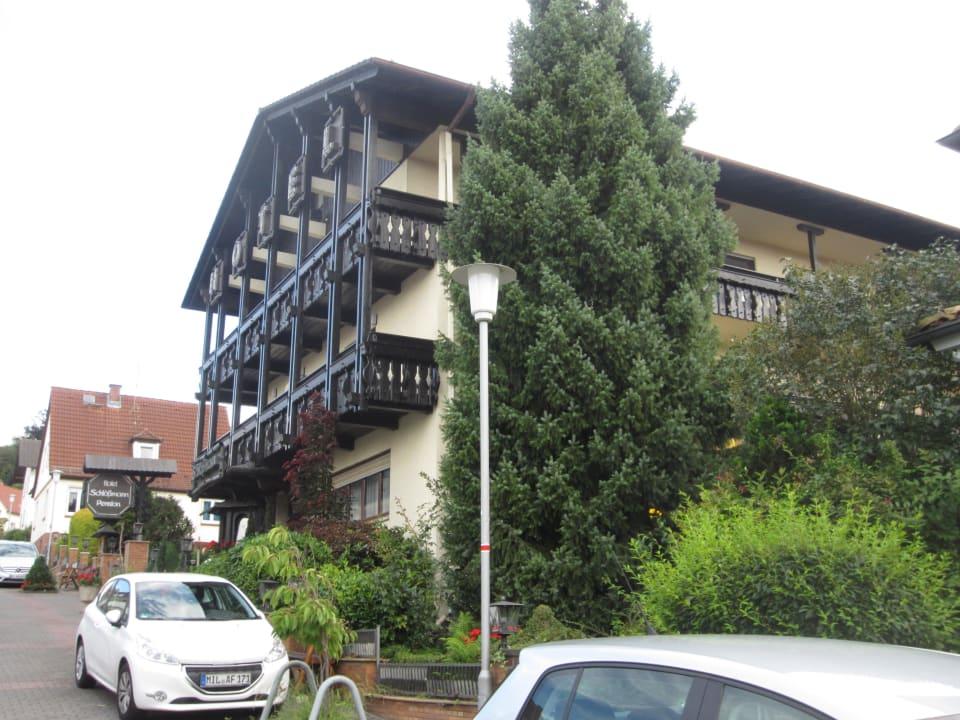 Seitliche Außenansicht Hotel-Pension Schlößmann