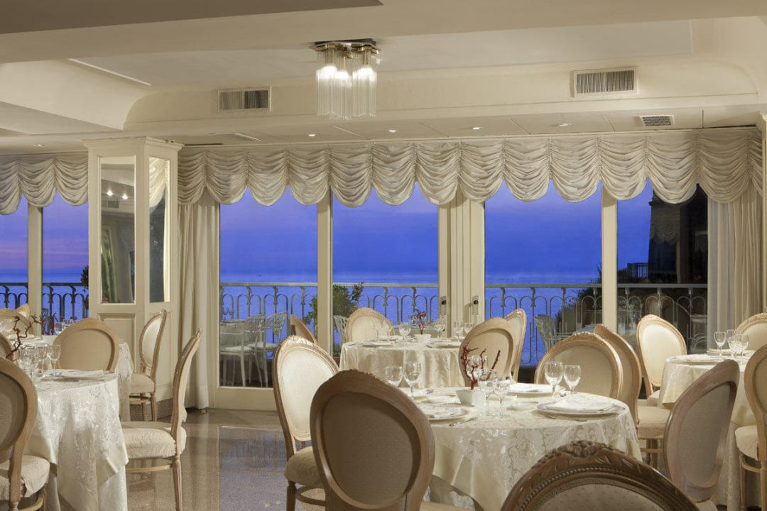 Inside restaurant room Hotel Corallo Sorrento