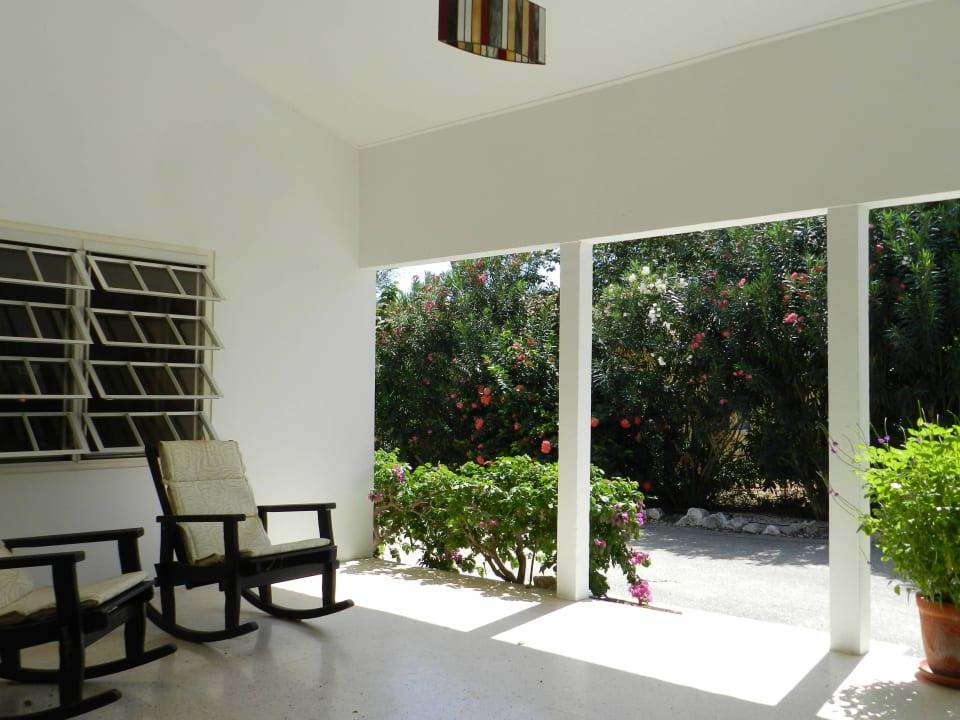 Veranda beim Eingang Bed & Breakfast Sombre Di Kabana