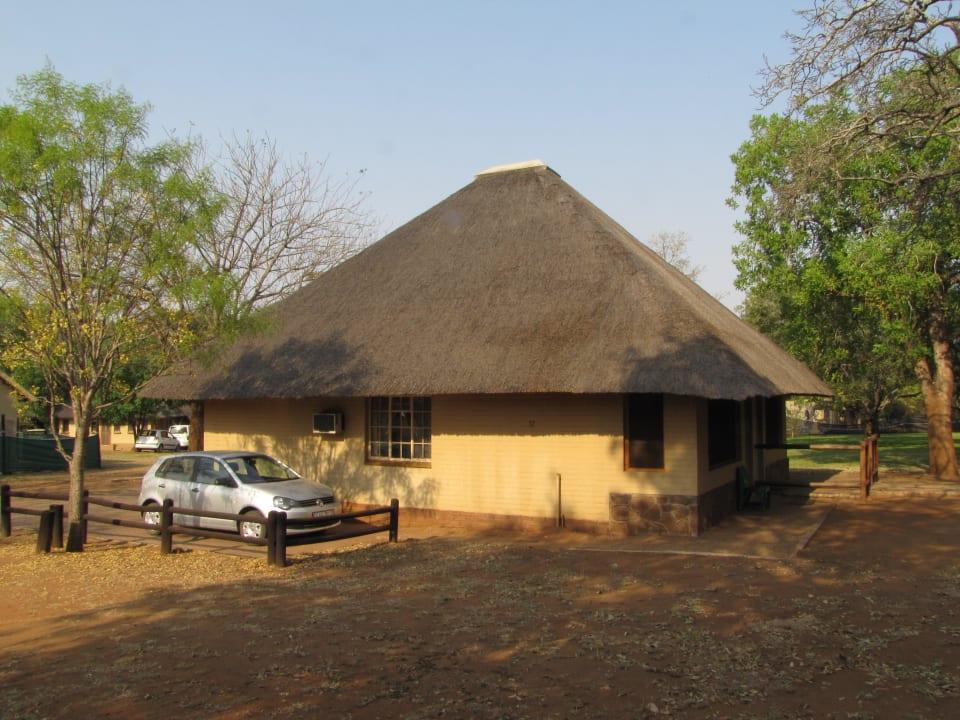 Hütte von außen Restcamp Lower Sabie