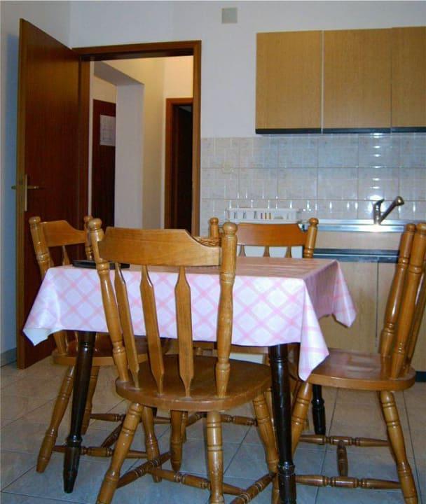 Esszimmer und Küche Apartmani Mare