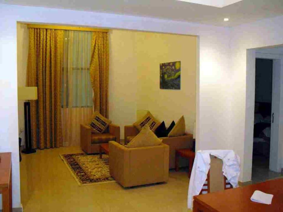 Wohnzimmer Ramada Hotel & Suites by Wyndham Ajman