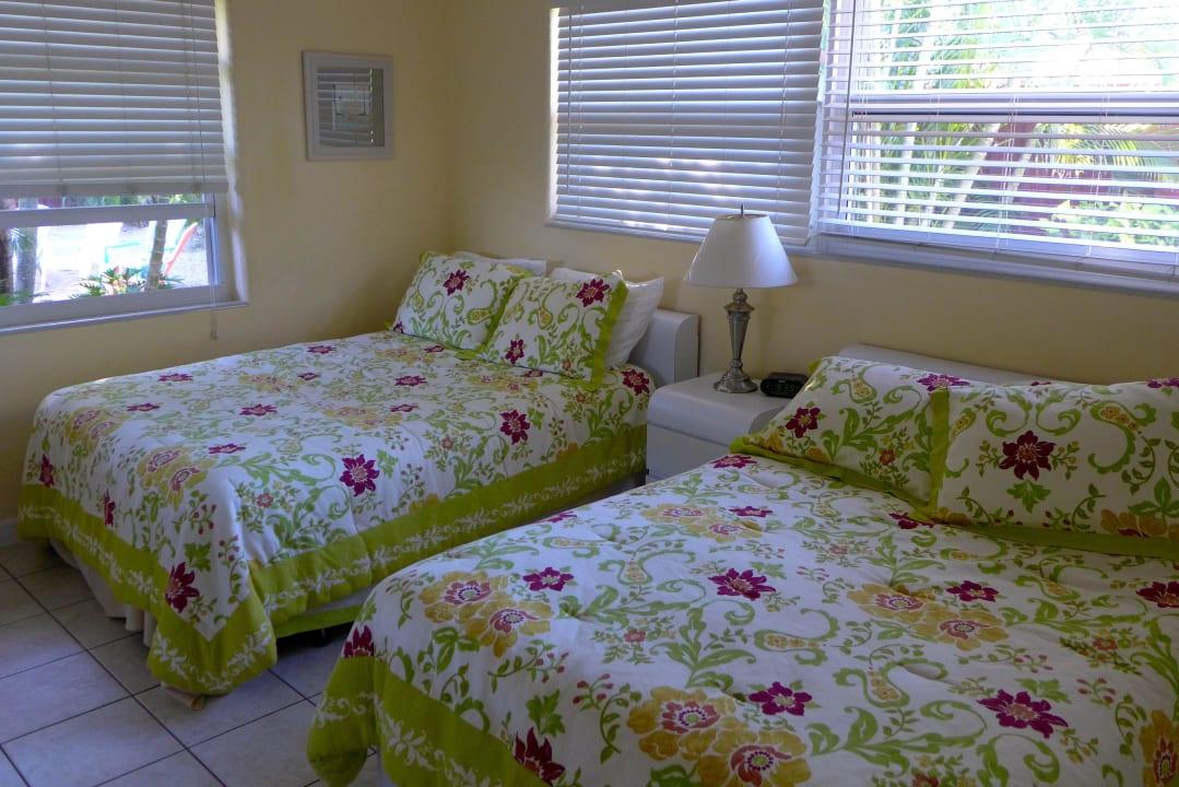 Schlafzimmer vom Bungalow E Parliament Inn