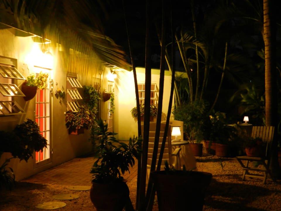 Cottage im Garten am Abend Bed & Breakfast Sombre Di Kabana